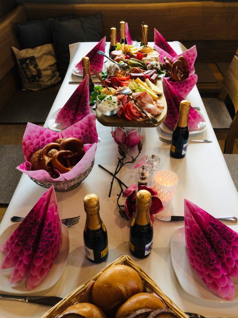 Hofladen beim Moar feierlicher Geburtstagstisch